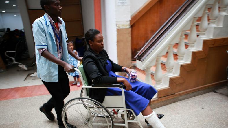 Studentka opuszcza szpital