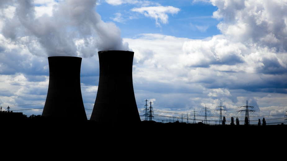 Zgodnie z uchwałą, w 2033 r. uruchomiony zostanie pierwszy blok elektrowni jądrowej