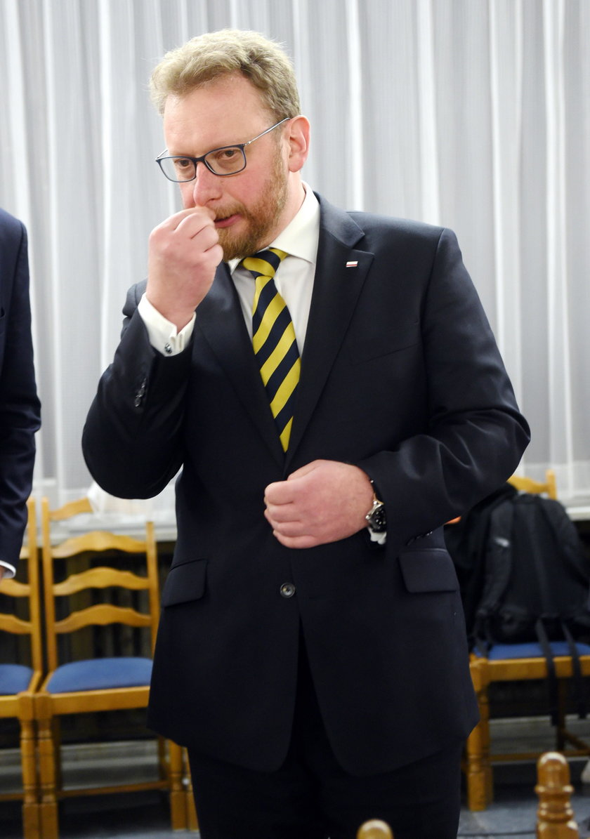 Mosbacher interweniuje, minister ustępuje