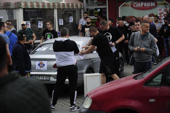 Prethodni protest na kome je Gjuraju izlepljen automobil i kačene svinjske glave