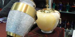 Urna z kryształami, trumna z chłodzeniem...FILM
