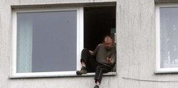 Chciał wyskoczyć z 5. piętra. FOTO!