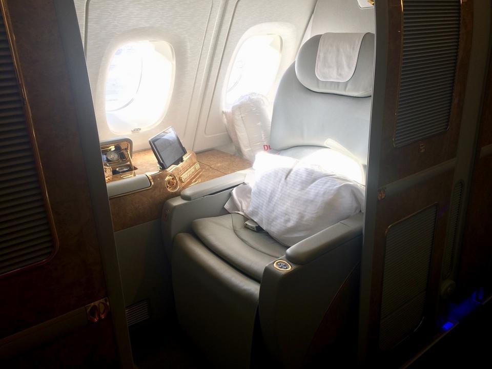 Niezależnie od konfiguracji, A380 linii Emirates ma 14 miejsc w pierwszej klasie i 76 w klasie biznes.