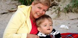 Bohaterska babcia opiekuje się chorym maluchem. Matka zniknęła bez śladu