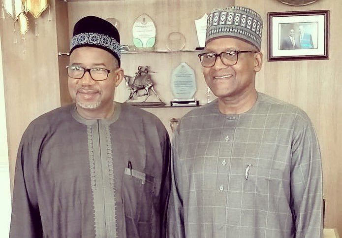 Bauchi State governor, Bala Mohammed, met with Nigerian billionaire businessman, Aliko Dangote, after a trip to coronavirus-hit Germany [Twitter/@SenBalaMohammed]
