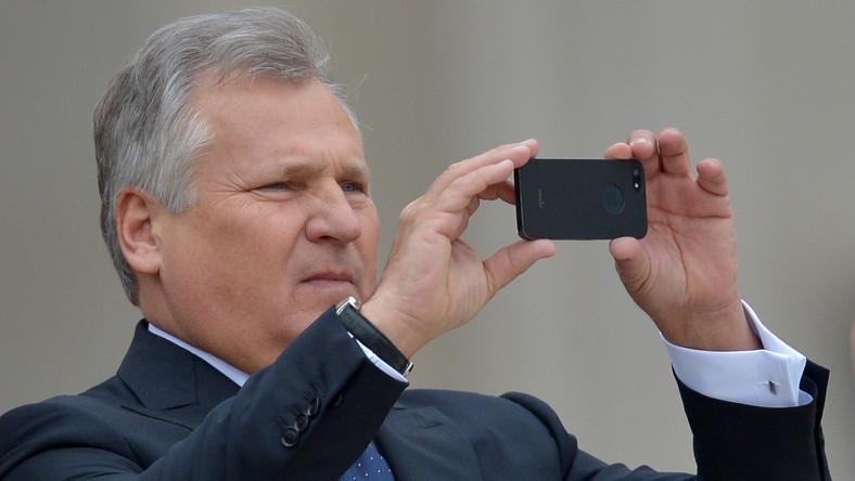 W polskiej delegacji w Watykanie znaleźli się również dwa byli prezydenci: Aleksander Kwaśniewski (na zdjęciu) oraz Lech Wałęsa. Są również była i obecny ambasador Polski w Watykanie: Hanna Suchocka i Piotr Nowina-Konopka.