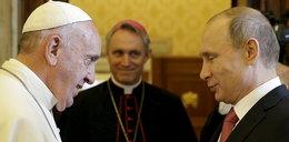 Putin spóźnił się do papieża. Uśmieszek prezydenta mówi wszystko...