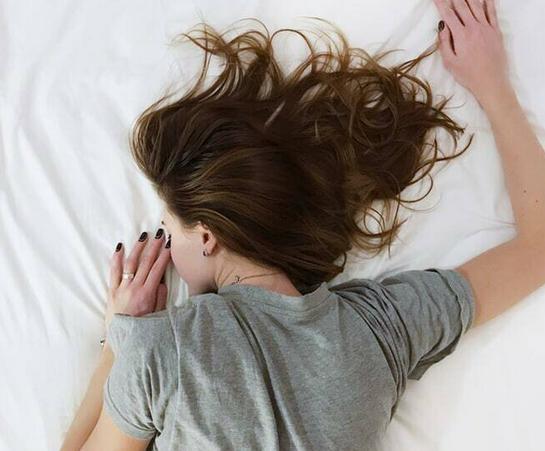 Diese 3 Getränke helfen, im Schlaf abzunehmen