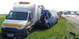 Przerażający wypadek busa. Kierowca może mówić o cudzie