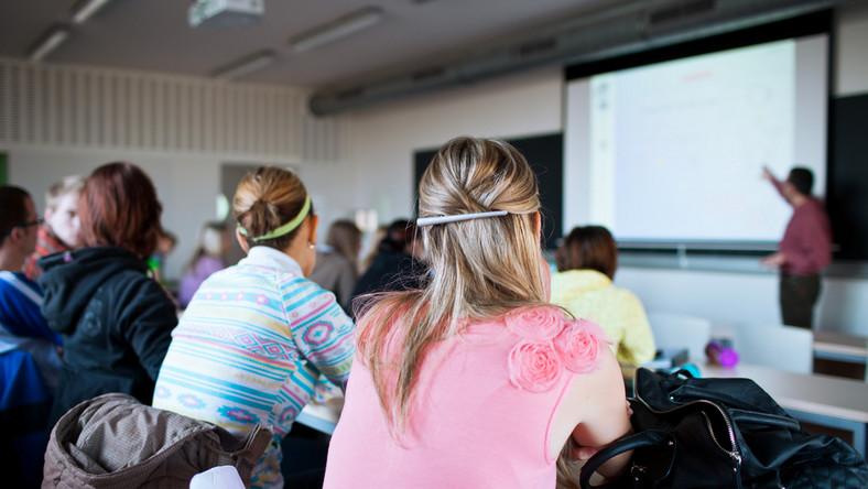 Współpraca z biznesem. Studenci będą praktykować i zarabiać