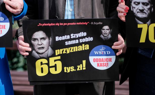"""Platforma chce """"uświadomić"""" w ten sposób Polakom """"jak drogą władzą jest PiS"""""""