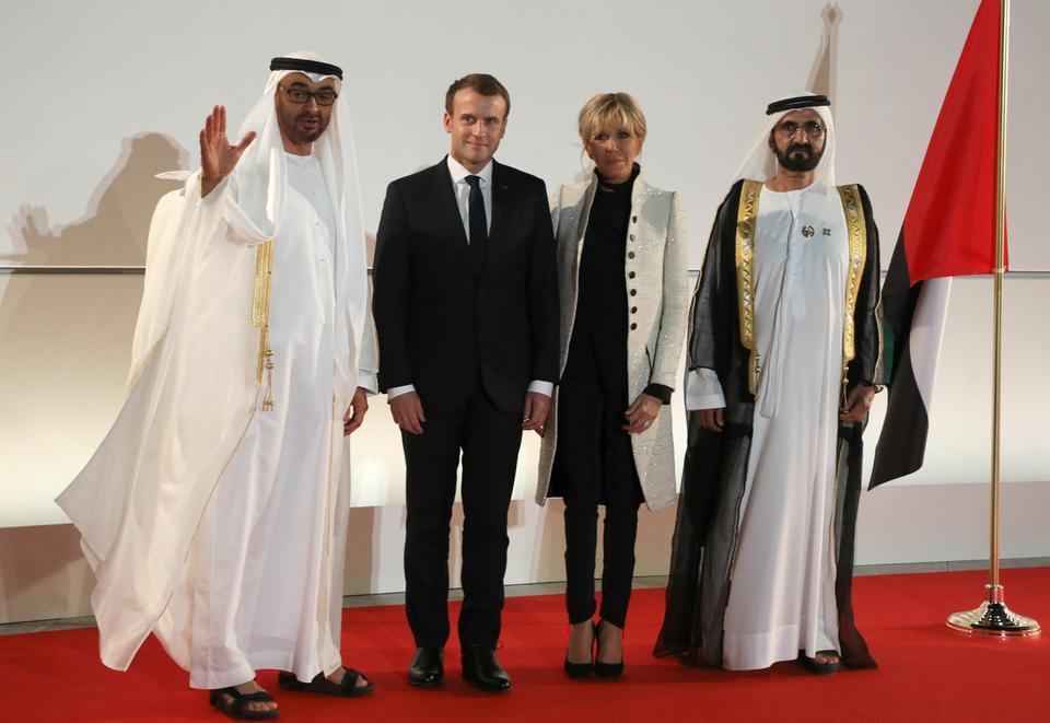 Brigitte Macron zachwyca w jasnym płaszczu
