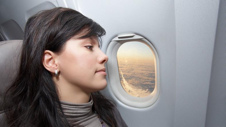 Pasażerka samolotu - zdjęcie ilustracyjne