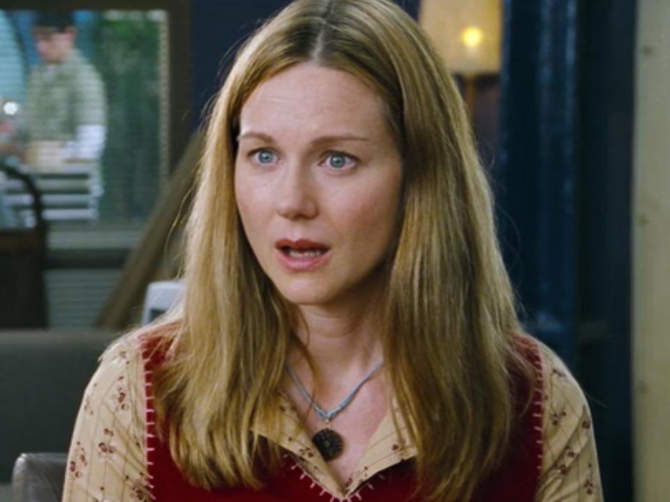 Laura Linney grała Sarah, która była zakochana w przystojnym grafiku z pracy - Karlu. Sarah bez przerwy odbierała telefon od niepełnosprawnego brata, nawet w tym momecie, w którym nie powinna