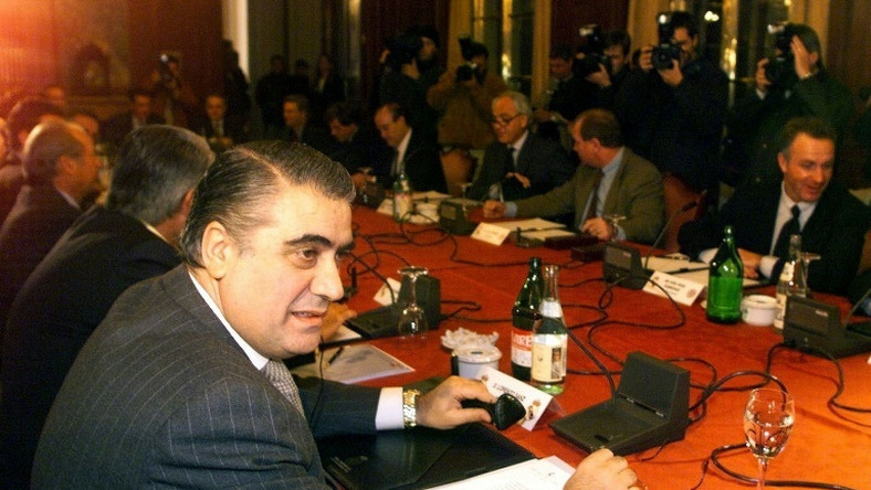 Lorenzo Sanz, President of Real, helped organise a meeting of 14 of Europe's biggest clubs in Madrid in 1998
