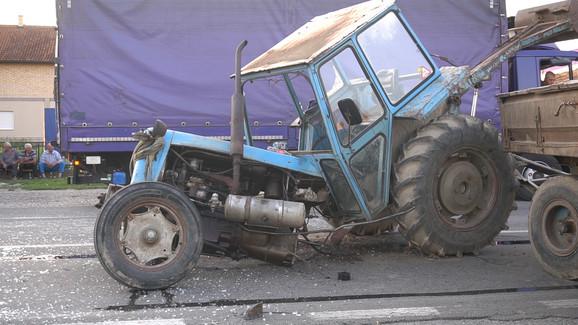 Sudar traktora i autobusa u Prnjavoru