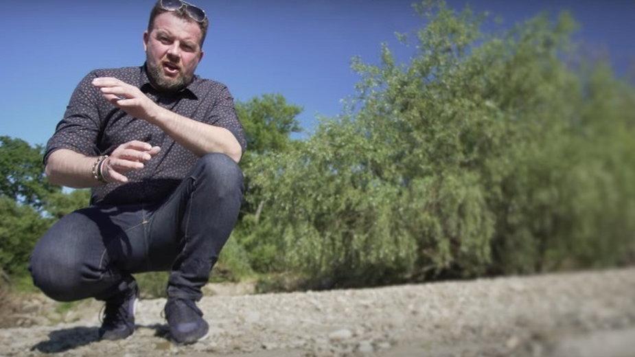 Mieszkaniec Oświęcimia znalazł ludzkie kości w rzece. Powiadomił Łukasza. Kazka (na zdjęciu) z History Hiking, kanału na YouTube.