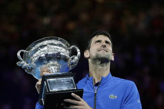 Novak Đoković je ove godine osvojio trofej na Australijan openu, sedmi put u karijeri i time postao apsolutni rekorder turnira u Melburnu