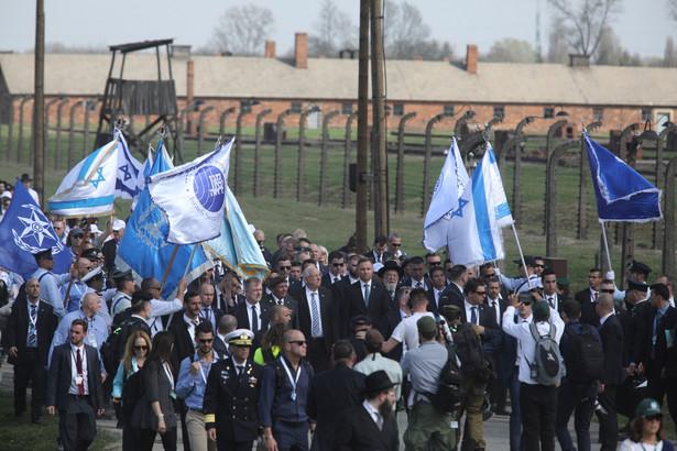 """Prezydent podkreślił, że Auschwitz-Birkenau na całym świecie jest """"symbolem i synonimem Holokaustu"""", przez który """"przeszło"""" w latach 1941-1945 ponad 1 mln Żydów deportowanych z całej Europy."""