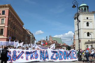 Lekarze manifestowali w Warszawie. 'Stop śmierci w kolejkach' [ZDJĘCIA]