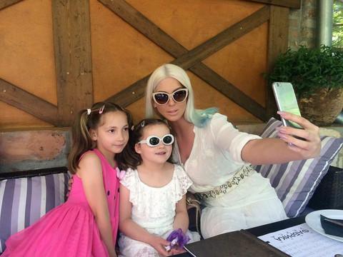 Vreme za selfi sa ćerkama! FOTO