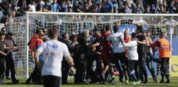 Kibice zaatakowali drużynę Polaka. Piłkarze uciekali w panice