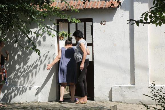 Kuća u kojoj je živi ova porodica u Vršcu