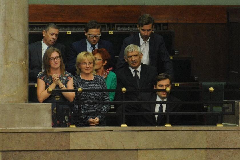 Katarzyna Kopacz na galerii oklaskiwała mamę