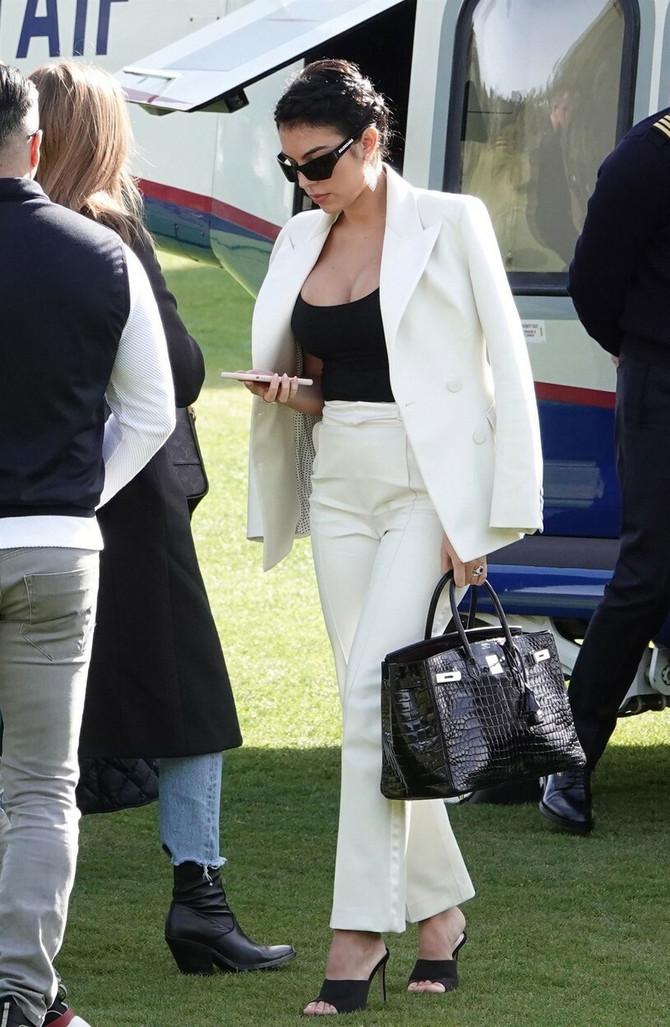 Georgina u odelu
