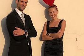 SVI GLEDALI U ONO ŠTO NOSE NA GLAVI Jelena i Novak se ovako obučeni pojavili na svadbi u Italiji, a evo šta rade JUTRO POSLE