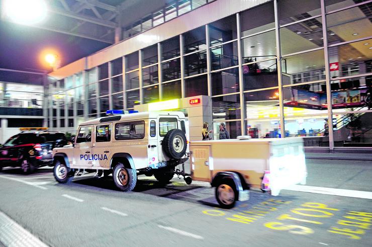 aerodrom bomba policija _060715_RAS foto Vesna Lalic (6)