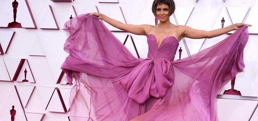 Tak gwiazdy prezentowały się na czerwonym dywanie podczas gali rozdania Oscarów. Nie obyło się bez wpadek