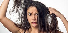 Przetłuszczają ci się włosy? Tymi fryzurami to zamaskujesz