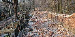 Runął mur na Powązkach. Wiele grobów zniszczonych