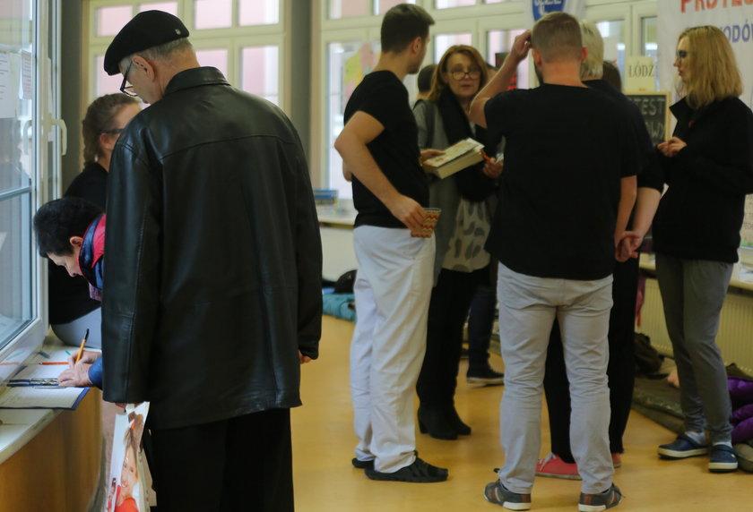 Protest medyków w Łodzi. Do protestu głodowego dołączył psycholog z Opola