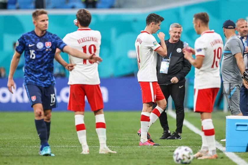 Przez niemal całe spotkanie ze Słowacją, Robert Lewandowski nie był widoczny na boisku.