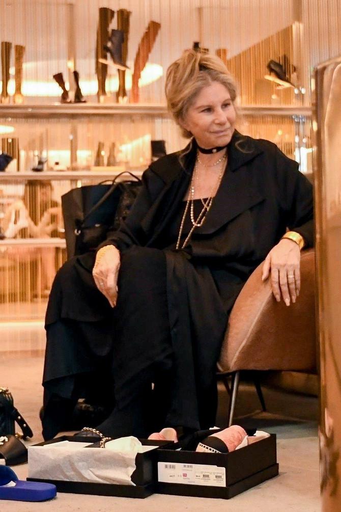 Barbra Stajsend juče u prodavnici obuće u Njujorku