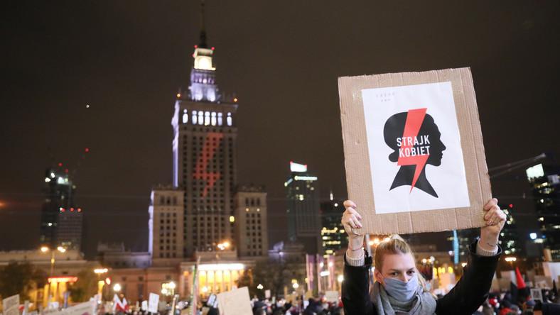 """Uczestnicy protestu pod hasłem """"Na Warszawę!"""" w centrum stolicy"""