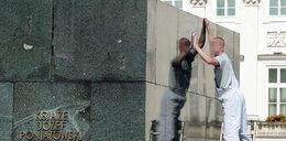Myją pomnik dla Obamy