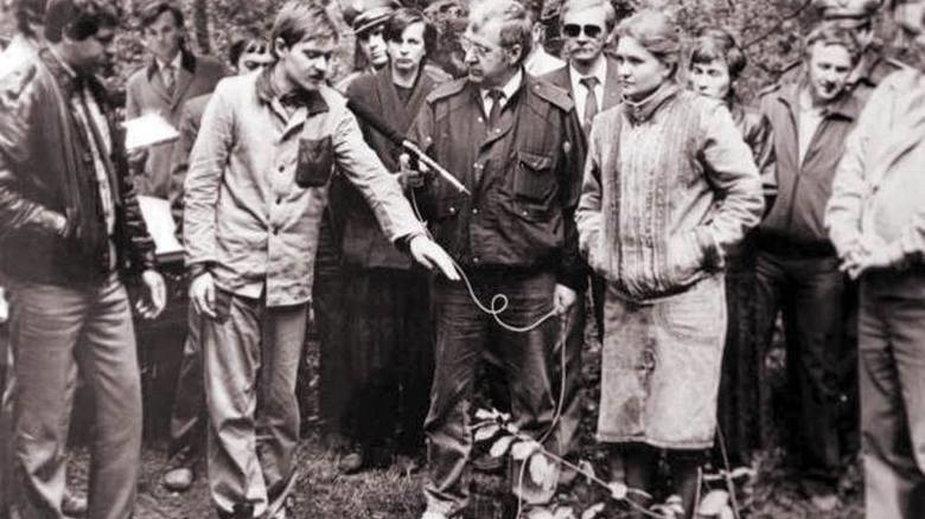 Mariusz Trynkiewicz podczas wizji lokalnej. Fot. archiwum akt sądowych