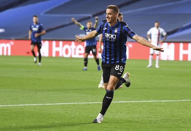 Mario Pašalić slavi vodeći gol na meču Atalanta - PSŽ