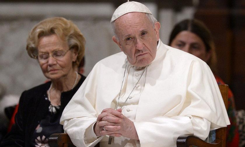 Papież zdymisjonował dwóch kardynałów. Chodzi o pedofilię