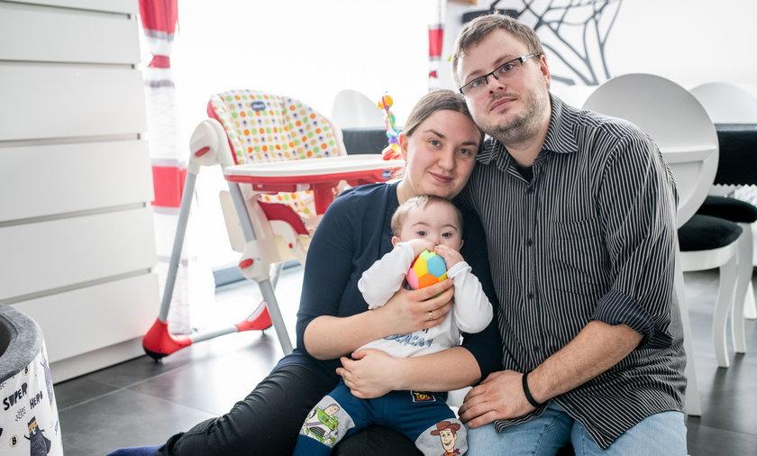 Państwo Steciakowie wspólnie z Piotrusiem stworzyli wymarzoną rodzinę