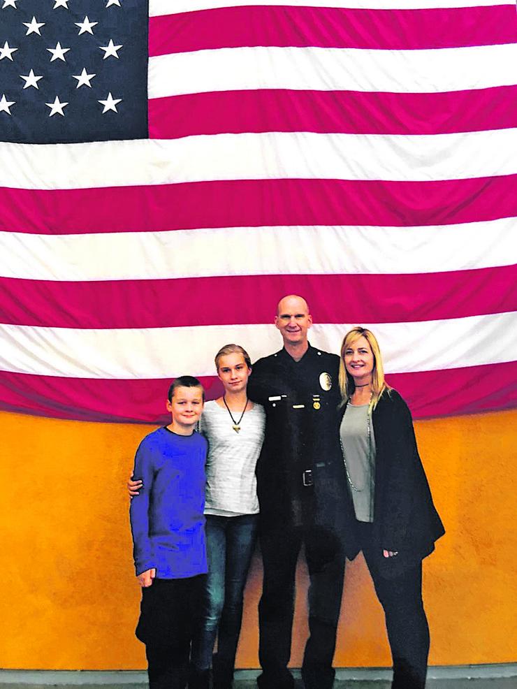 policajac iz LA Bojan Brkić sa porodicom foto Privatna arhiva
