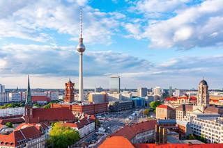 Coraz więcej Niemców opuszcza swój kraj. Przeważają młodzi i wykształceni