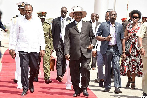 President Uhuru Kenyatta and Yoweri Museveni in Mombasa