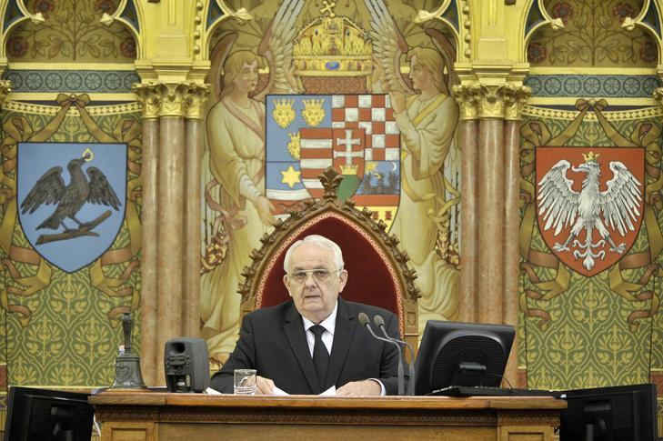 Latorcai János szerint egy képviselő nem beszélhet úgy, mint ahogy Jakab tette, ezért kikapcsolta a mikrofonját / MTI/Kovács Attila