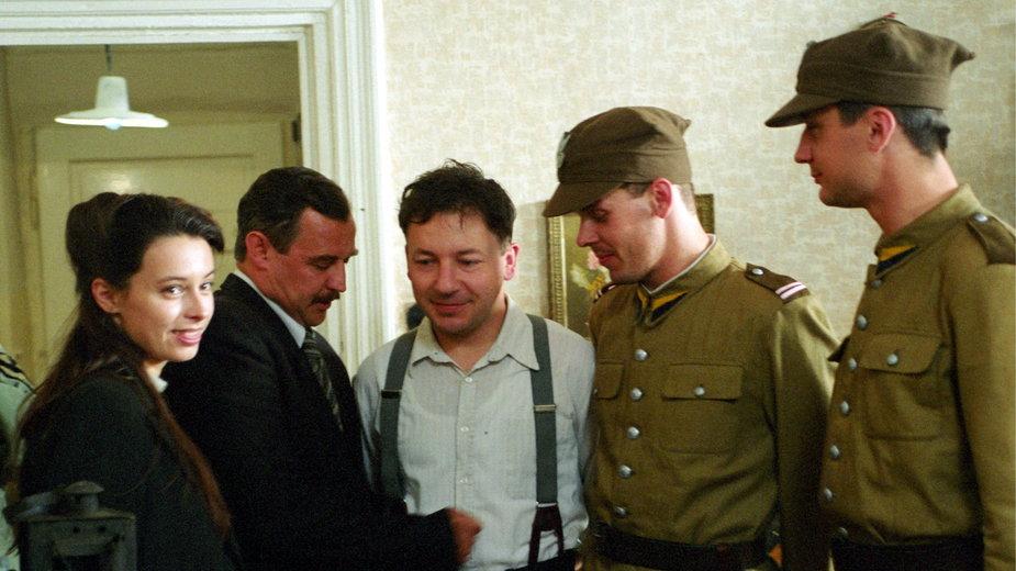 """Na planie filmu """"Pułkownik Kwiatkowski"""". Od lewej: Renata Dancewicz, Marek Kondrat, Zbigniew Zamachowski"""