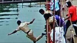 Policjant wykazał się ogromną odwagą. Bez namysłu skoczył z mostu, by ocalić życie mężczyzny