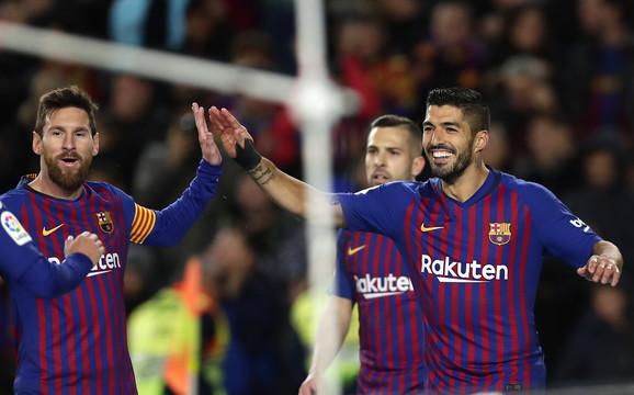Luis Suarez proslavlja gol sa Mesijem